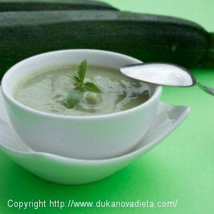 Ľadová cukinová polievka s kúskami konnyaku