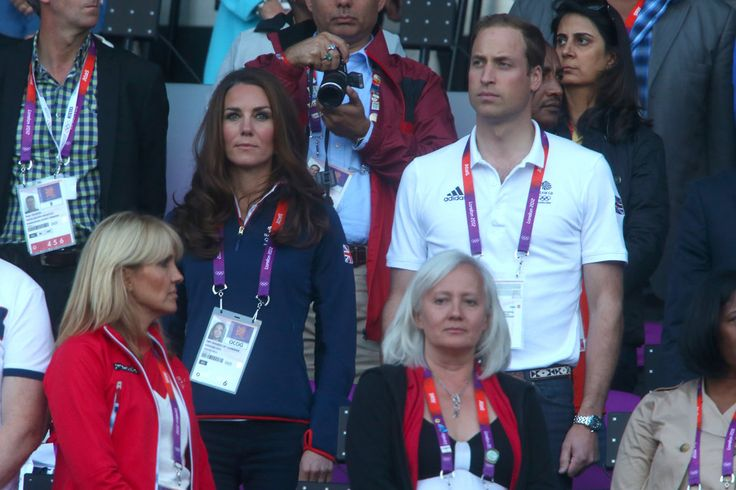 Kate wore her Team GB fleece with navy skinny jeans for the track & field finals. August 4, 2012