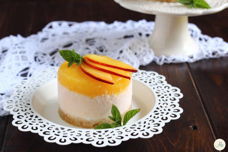 Cheesecake alla Pesca - un dolce che nella sua semplicità e freschezza porta tutta la magia, il colore ed il sapore dell'estate.