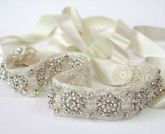 DIY Beaded Sash Tutorial.    http://www.weddingthingz.com/diy-beaded-ribbon-bridal-sash/