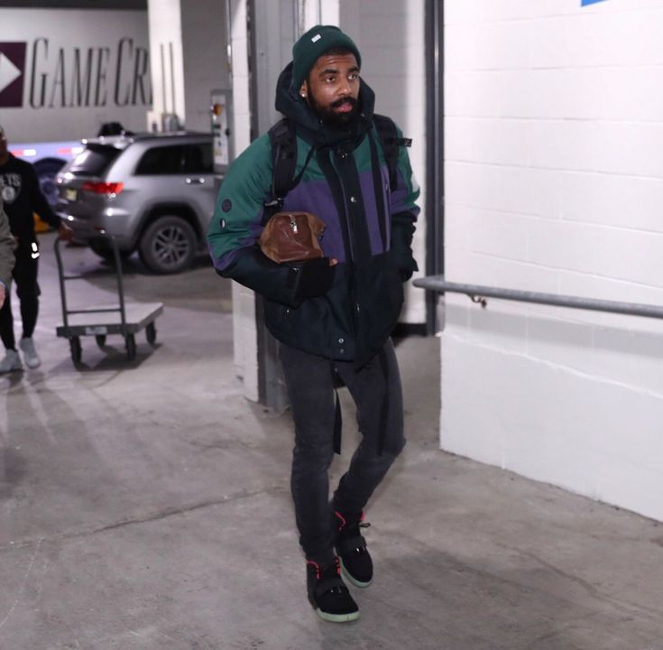 #KyrieIrving wearing the throwback Yeezy's in Brooklyn for #Celtics vs Nets