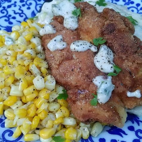 Fried Chicken with Mashed Potatoes and buttered corn with a green onion gravy! Delicious! http://deliciouslysavvy.com/savvy-review-home-chef-delicious-meals-delivered-door-homechef/