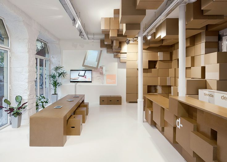 Deskontalia store by VAUMM.  Internet shoppers pick up their packages here.