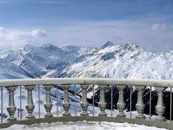 Фотообои вид на снежные горы с балкона