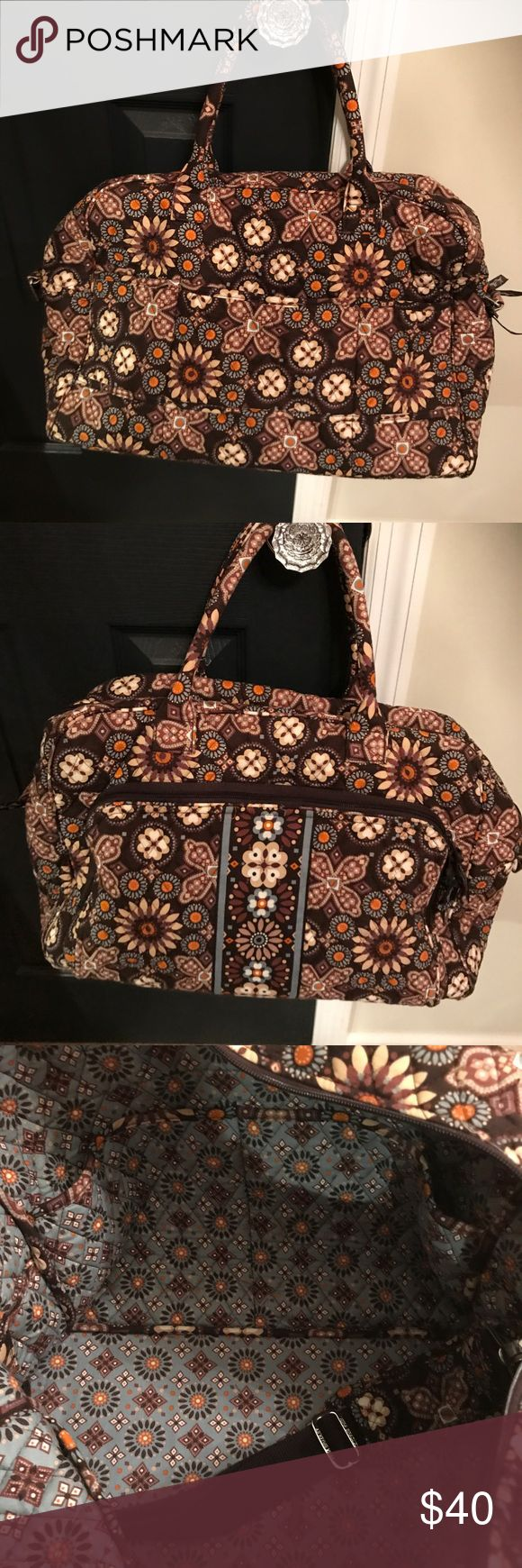 Vera Bradley Weekender Bag Authentic Vera Bradley Weekender Bag, pockets inside and strap nice size. Used but in great condition. No stains or rips Vera Bradley Bags Travel Bags
