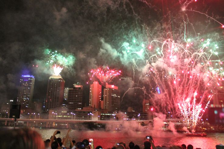 Fireworks on 1st January 2014. South Bank, Brisbane, Australia. #drfotografi #canon #night #fireworks #brisbane #australia #southbank #newyears