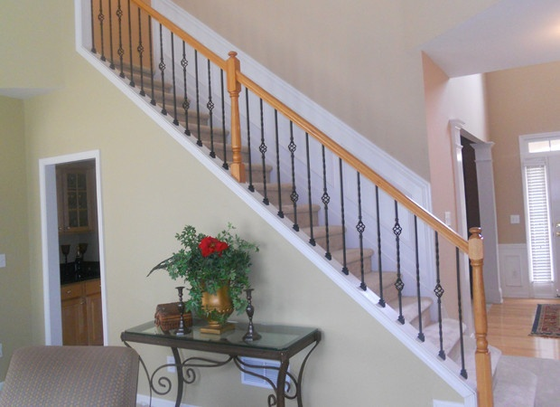 Best This Staircase Has A Slanted Knee Wall To Which The Iron 400 x 300