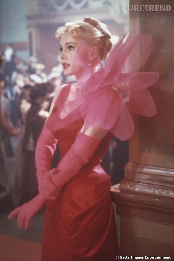 """Zsa Zsa Gabor dans le film """"Moulin Rouge"""", 1952, dans une robe Elsa Schiaparelli."""