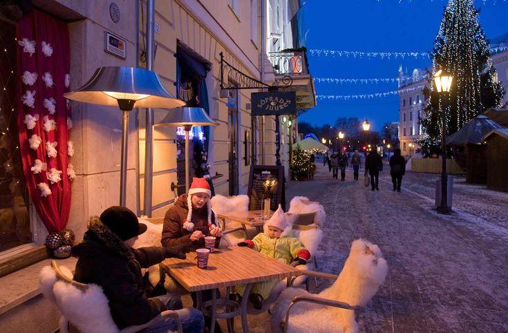 Koe Tallinnan joulumarkkinat, suuntaa makumatkalle Viron parhaisiin ravintoloihin tai vietä perheloma maaseudulla. Viro tarjoaa paljon tapahtumia joulunalusajasta uuteen vuoteen saakka.