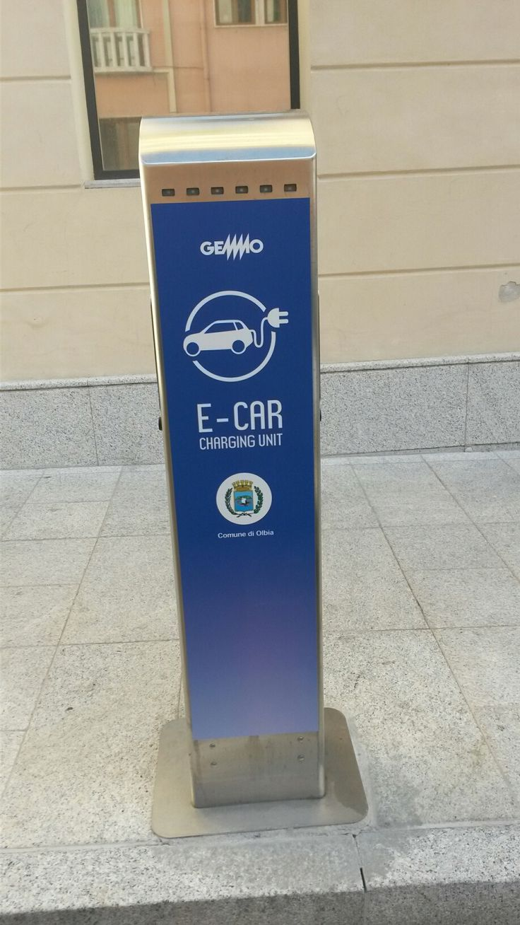 Charging station in Olbia, one of Gemmo SpA's municipalities in ‪#‎Sardinia‬ benefiting from our public lighting service. This station is the first installed and will be followed by others.