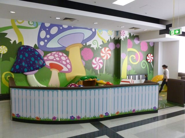 Museum welcome desk featuring EnviroScape Mural®