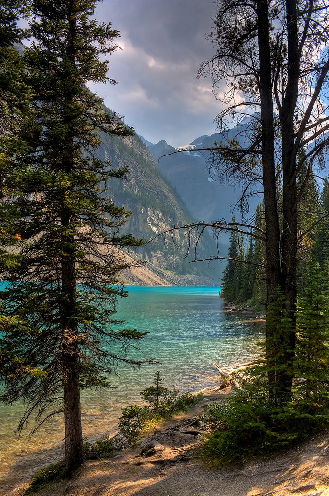 Moraine Lake, Valley of the Ten peaks, Banff National Park, Alberta, Canada.