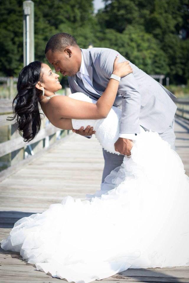 Beach wedding poses summer bride groom gray pink