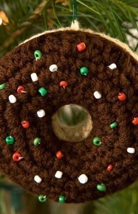 Doughnut Ornament Free Crochet Pattern from Red Heart Yarns
