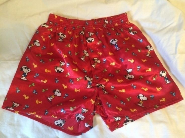 Mein Boxershorts  Schlafshorts Peanuts Snoopy mit Sonnenbrille Größe S rot von Peanuts! Größe 36 / S für 5,00 €. Sieh´s dir an: http://www.kleiderkreisel.de/damenmode/hoschen-and-strings/130095662-boxershorts-schlafshorts-peanuts-snoopy-mit-sonnenbrille-grosse-s-rot.