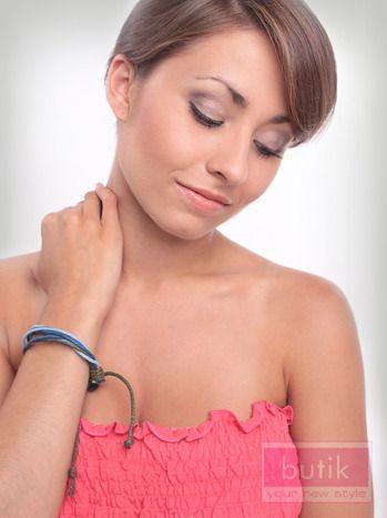Bransoletka wykonana z różnokolorowych sznureczków. Regulowana szerokość. Świetnie spisze się w letnich stylizacjach.