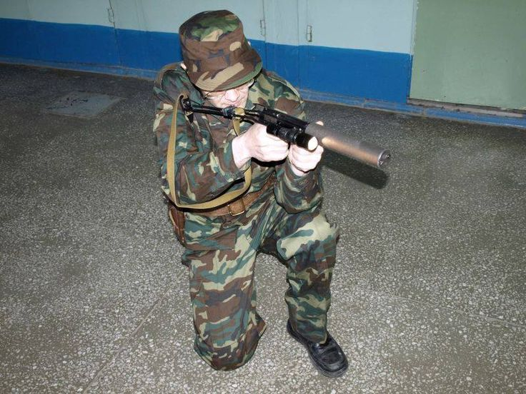 """cerebralzero: """" sdkfz142: """" Broń i Amunicja Kornerszotow, rosyjski brat (z łoża nieco mniej prawego) izraelskiego Corner Shot. Na ekrany waszych komputerów prosto z Irkucka. I to wszystko do pistoletu..."""