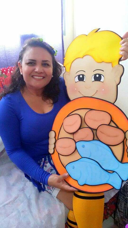 Tia Rosilda ministrando a historia:  Multiplicação dos pães. O Menino e seu lanche
