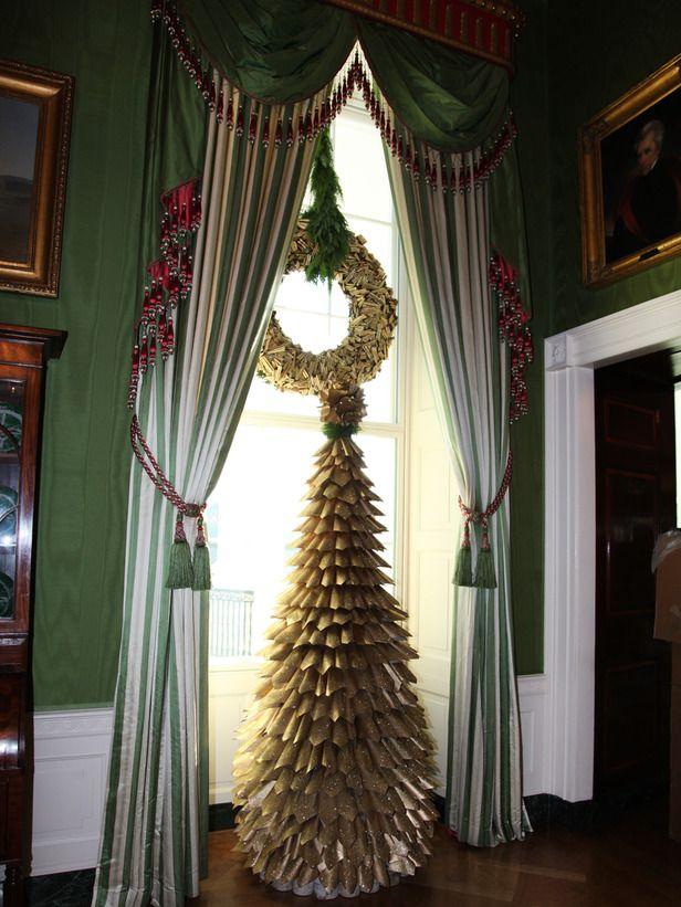White House Christmas 2010 Newspaper Tree