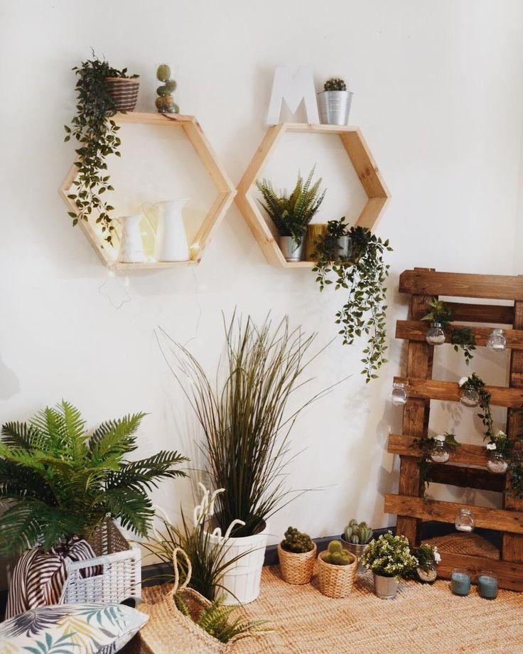 """1,420 Me gusta, 17 comentarios - Hannun BCN (@hannunbcn) en Instagram: """"Eres lo que haces, no lo que dices que harás  - Estantería hexagonal - 39,00€ Cuadro plantas -…"""""""