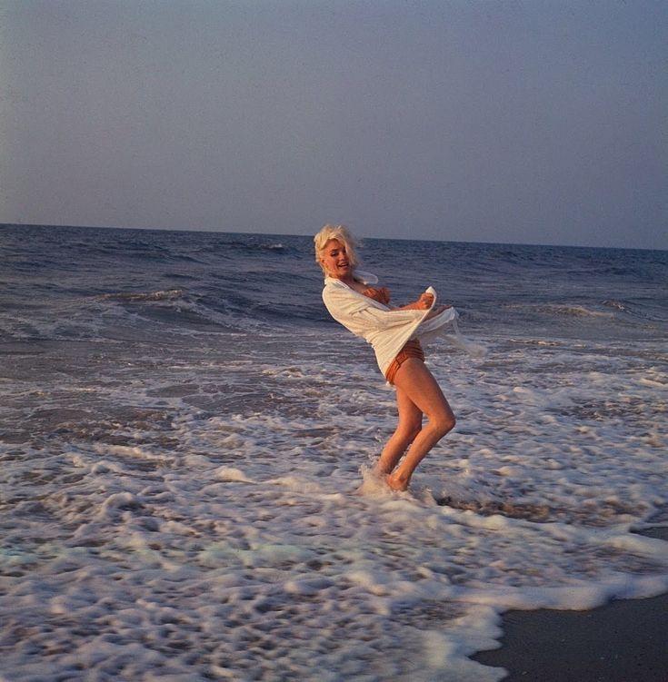 Η τελευταία φωτογράφιση της Marilyn Monroe ήταν απλώς εκθαμβωτική / Celebrities / WomanTOC
