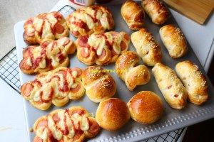 Hot Dog Bun ala Chinese Bakery/ Resep Roti isi Sosis/ 香肠面包 • Luksunshine