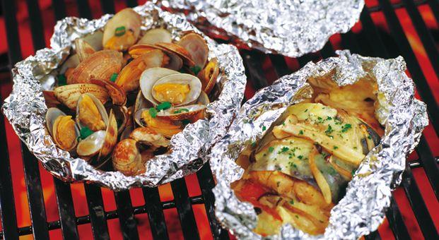 BBQは夏を楽しむイベントのひとつですよね。ただ食材を焼くだけでも、外で食べるご飯はいつもより美味しく感じるものですが、今回はBBQをもっと美味しく楽しくする、裏ワザとレシピをご紹介します♡
