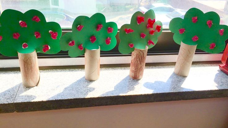 Cute little apple trees made from cardboard tubes!     These look fantastic on a windowsill or shelf!  To change it up a little you could also use red Pom poms or red finger pai…