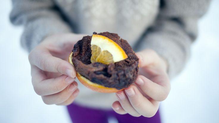 Appelsin med sjokoladekake bakt på bål - Foto: Ellen Lande Gossner