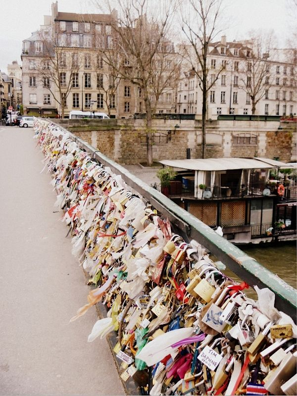 Love locks on Seine, Paris.