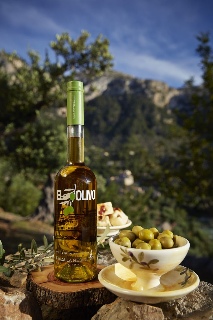 Enjoy a fun olive oil tasting class where you will use local meats and cheeses to add distinctive flavours to your oil.