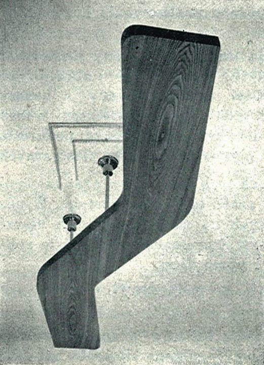 Lampa podwieszana z jesionu, świecąca światłem pośrednim na sufit. proj.Jan Poliński 1937- 38