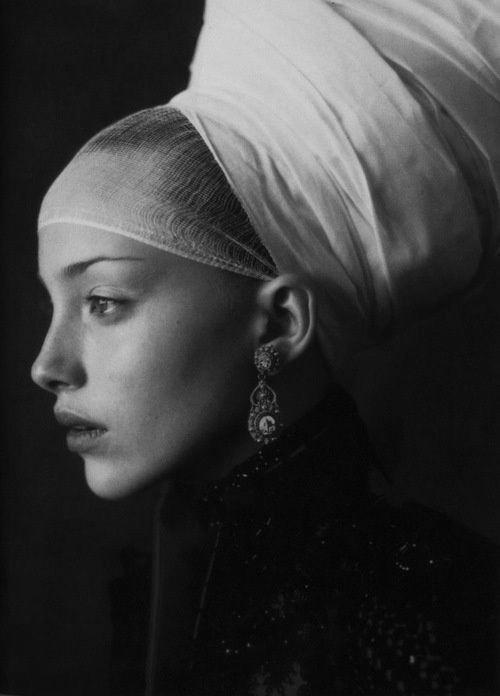 Vogue Italia, 1997. Photographer: Paolo Roversi. Original in colour.