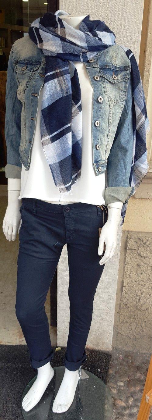 chanel jeans   colore denim  azienda le streghe  tg disponibili small medium large xlarge  collezione primavera estate  2016  prezzo originale € 65.00  % di sconto -20%  prezzo aquiloneshopping.it € 52.00  consegna in 24/48 soddisfatti o rimborsati (entro una settimana dalla consegna)