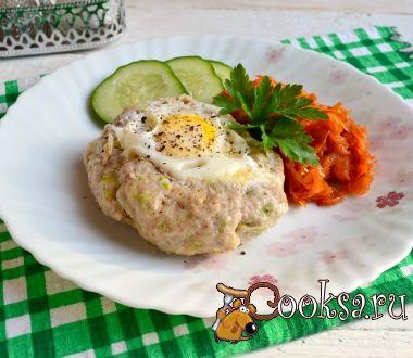 """Свиной """"шницель"""" с сыром и яйцом в мультиварке"""