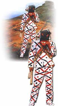 Los Diabletes de Teguise en #Lanzarote son la más bella estampa de una tradición popular producto de la mezcla de creencias aborígenes con elementos castellanos y conexiones brujeriles nacidas sobre todo desde finales del siglo XV, cuando llegan a Teguise los primeros esclavos moriscos y negros con sus practicas supersticiosas. La figura del diablete aparece en Teguise, encarnado en el macho cabrio, símbolo de virilidad y fecundidad. #Carnaval #carnival #Canarias