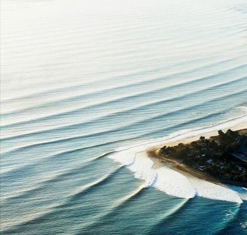 Must be great to go for a surf on this spot!