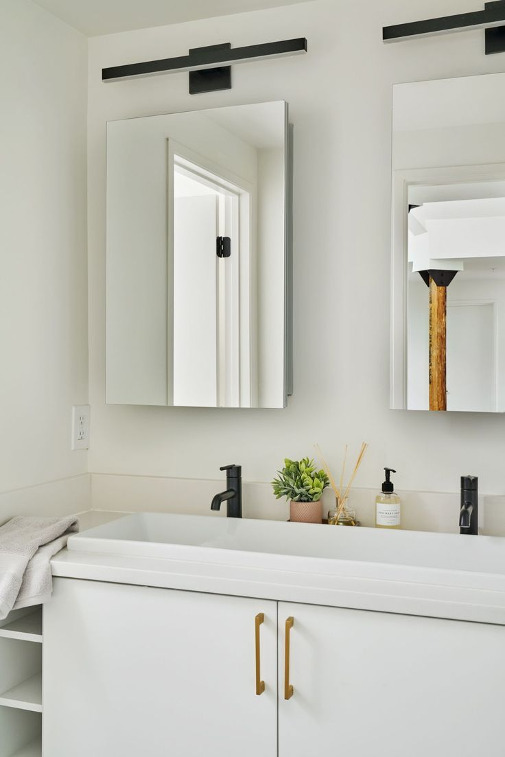 Rent A Room In Columbia Heights Furnished Washington Dc Apts White Bathroom Decor Bathroom Interior Bathroom Decor