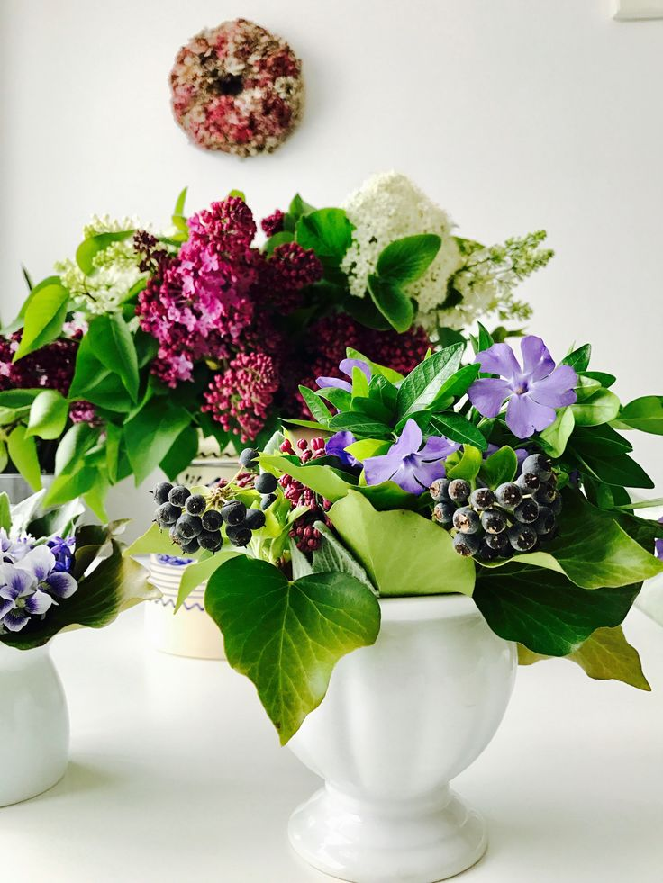 Crimson composition: hydrangea, lilac, blue periwinkle, ivy, violas