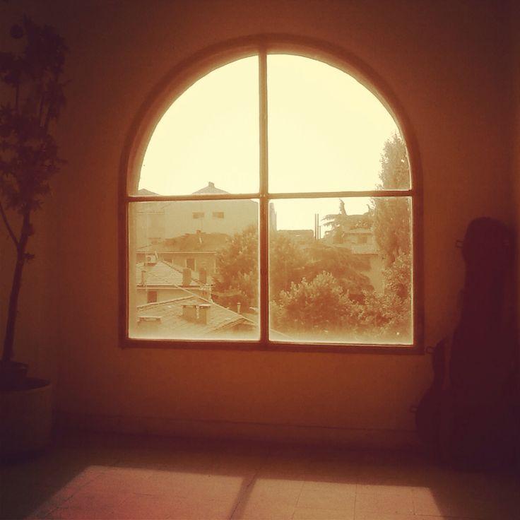 Camera con vista sui tetti