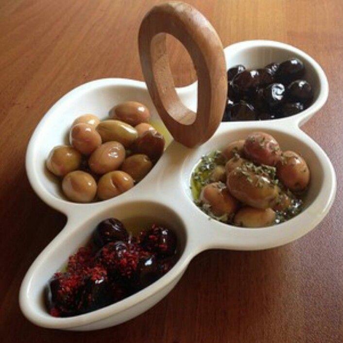 Kahvaltılık Zeytin tabağı sunumu