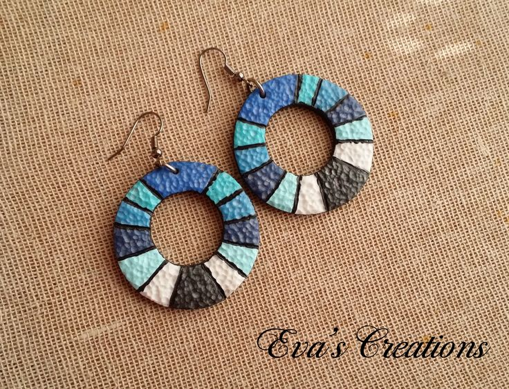 Round circle earrings on blue shades