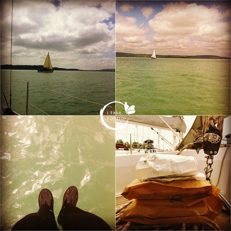 Breakfast on ⛵️ #Fridaychill Lake #Balaton #Hungary #GoodMorning #JóReggelt #早安 #healthylifestyle #nutritioncoach #mik_nyar #ikozosseg #digitálisnomád #digitalnomadlife #digitalnomadlifestyle #mik_summer #workanywhere #這怎麼好意思 #我愛我的工作 #我愛我的生命 #sailing #sailinglife #帆船 #todaysoffice #maiiroda