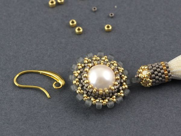 Flower clasp - step by step pictures (and translate) ~ Seed Bead Tutorials
