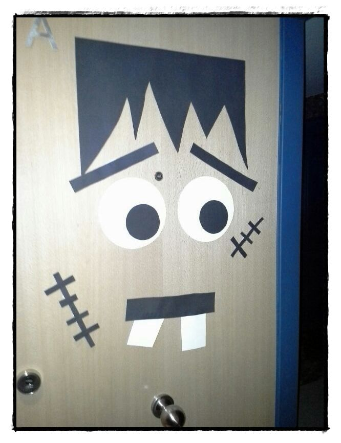 Decorar puerta entrada en halloween casa pinterest - Decorar una entrada estrecha ...