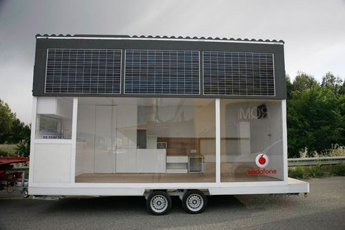 """La casa movil de Vodafone,"" or the Vodafone Mobile Home, creatively combines glass house living, tiny house design, loft-like features, sustainable elements, and portable architecture all in one tight package.  Design Boom recently reported that the portable home was designed by Waskman Design Studio, with CuldeSac, for Vodafone to showcase its fixed phone and wireless…"