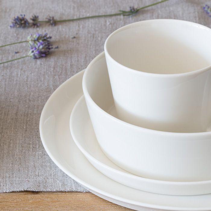 Schön schlicht Schalen aus der Geschirrlinie Svea von Springlane Kitchen