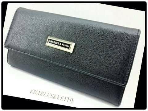 Semi premium Size 19×3×10 cm Ada 8 warna Bahan kulit *Harga : Rp 240.000