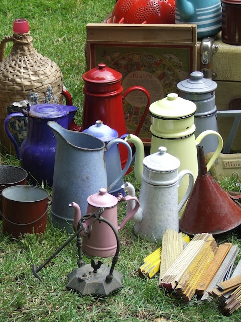 guests to our cottage buying brocante - Sharon Santoni
