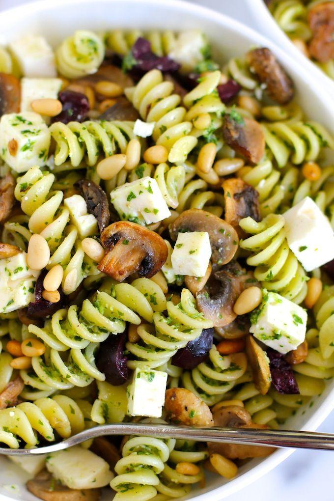 Pasta mit Pilzen, Oliven, Feta und Pesto